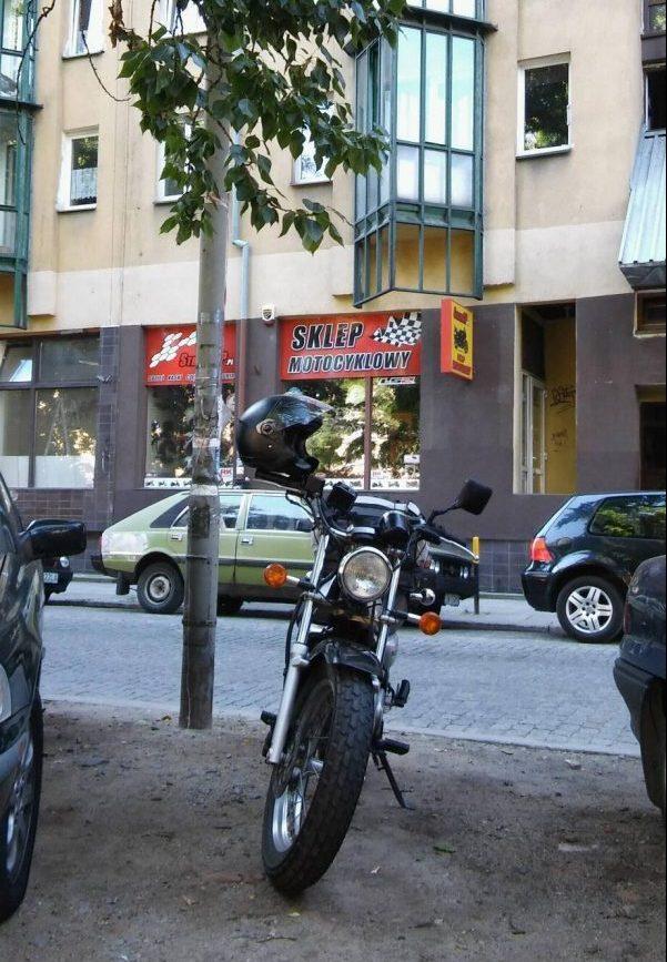 Pod sklepem motocyklowym we Wrocławiu