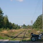 Przejazd kolejowy, w tle Prefabet